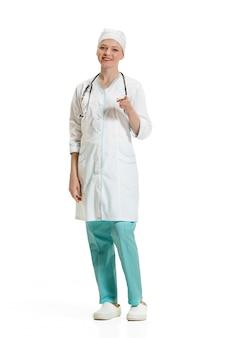 あなたに彼女の指で指している女医。健康の概念
