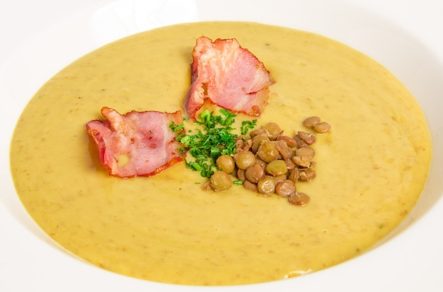 ベーコンとエンドウ豆のスープ