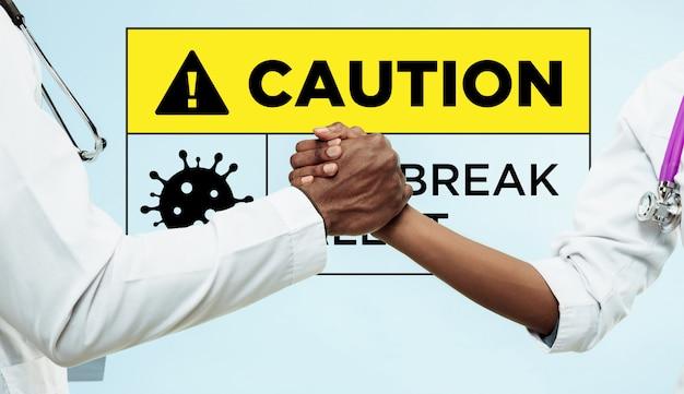 コロナウイルスの拡散を阻止するために団結のために握手する医師