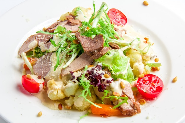 七面鳥のローストと野菜のサラダ