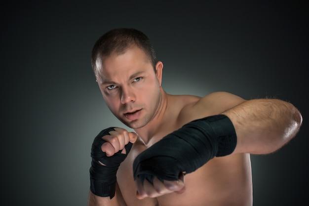 Молодой боксер бокс