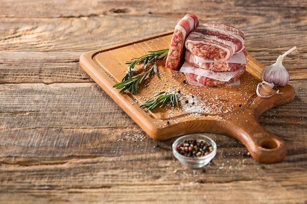 キッチンの肉ステーキ