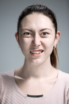 Портрет отвращения женщины