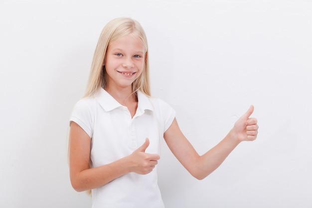 親指を現して美しい少女の肖像画