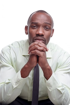 Портрет красивый молодой черный африканский человек