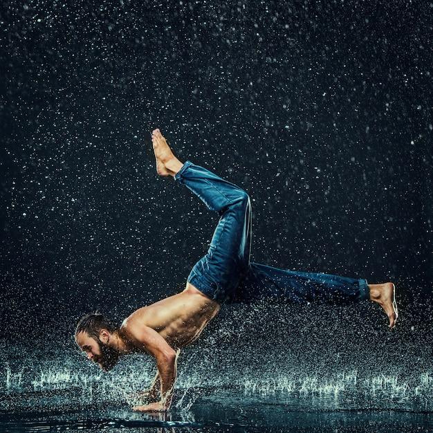 水のブレークダンサー