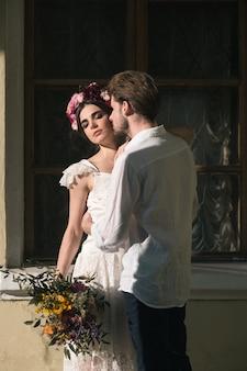Свадебные украшения в саду.