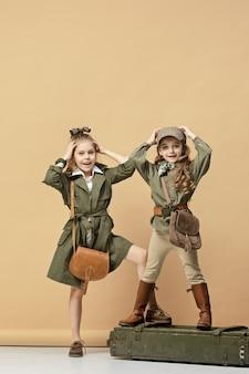 Две красивые девушки на пастели