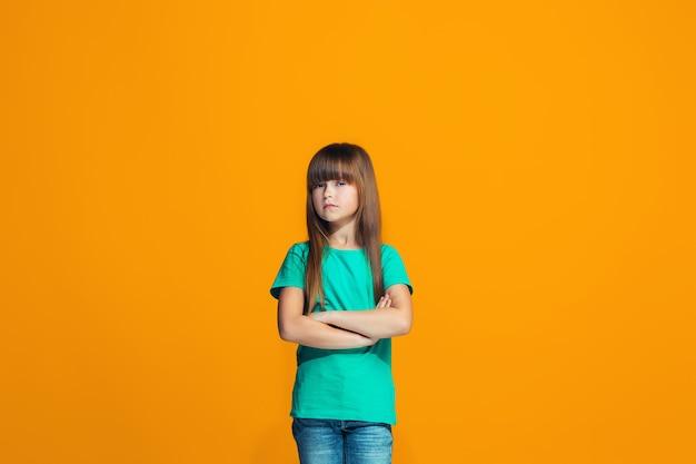 Молодая серьезная вдумчивая девочка-подросток. сомневаюсь в концепции.