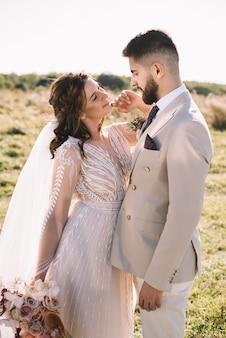 Красивая романтическая свадьба молодоженов