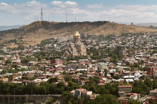 グルジアの国の首都トビリシの眺め。ナリカラ要塞からの眺め。