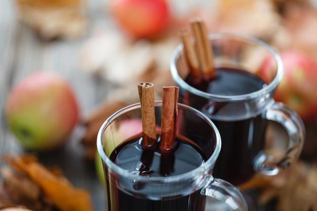 ガラスのスパイスとホット赤ワイン