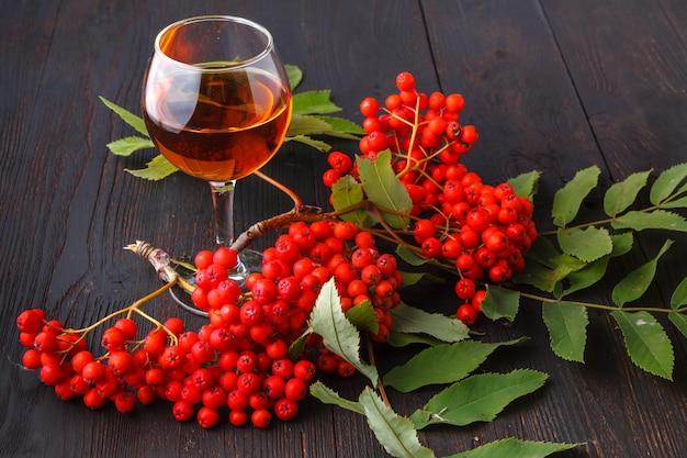 秋の収穫、果実からアルコールを作った