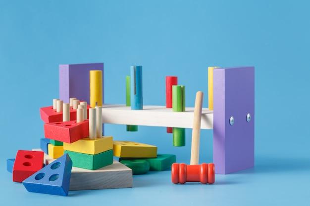 Красочные деревянные игрушечные строительные блоки