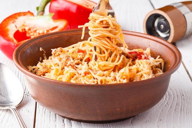 家庭でのパスタスパゲッティボロネーゼ