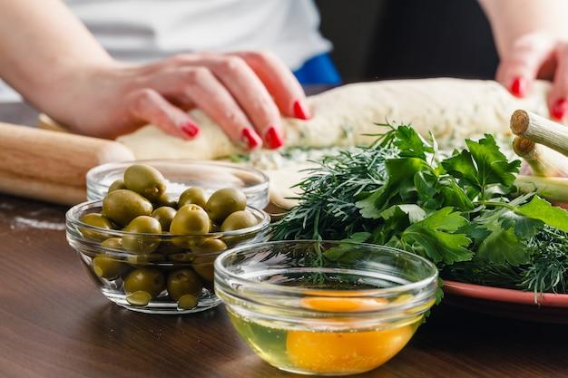 Делаем оливки фаршированные французским хлебом