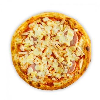 白、トップビューで分離された新鮮なおいしいトマトピザ