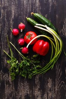新鮮野菜のサラダをクローズアップ表示