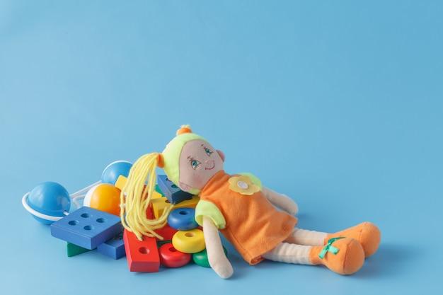Очень много детских игрушек