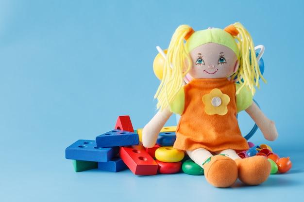 Коллекция красочных игрушек