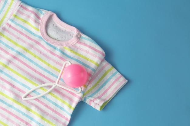 Вид сверху модный модный вид детской одежды