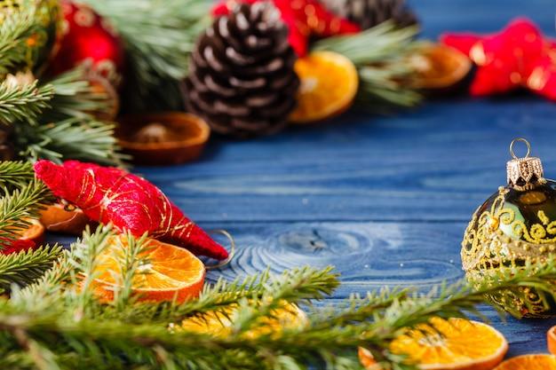 つまらないと乾燥オレンジのクリスマスツリー