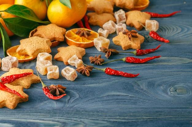 Праздничный рождественский стол с множеством фруктов