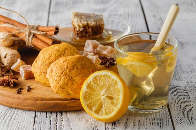 Домашняя порция свежего имбирного чая
