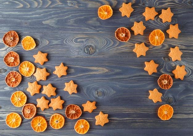 クリスマススパイスとベーキング成分。休日の食品の背景。