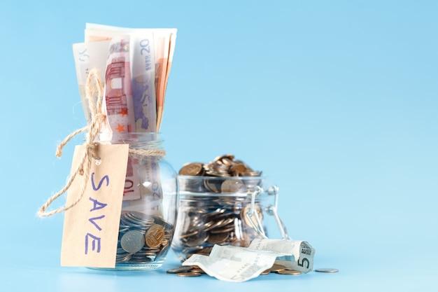 Концепция экономии денег и инвестирования в растущий бизнес