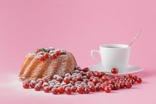 さくらんぼのお祝いケーキ
