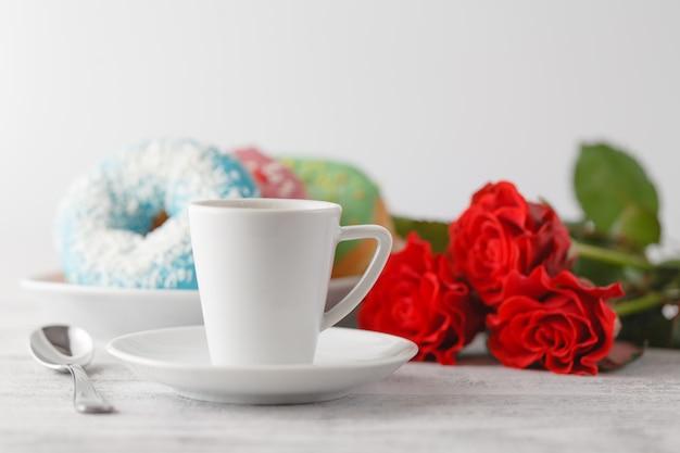 Небольшой завтрак от мужа на день святого валентина
