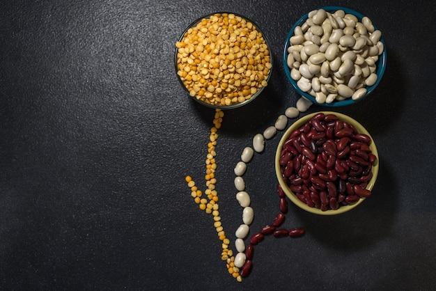 健康的な食事のベジタリアン豆レンズ豆とエンドウ豆