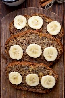 Ломтики бананового хлеба