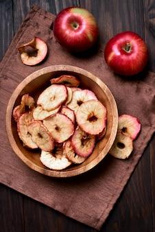Яблочные чипсы, вид сверху