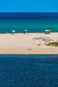 Песчаный пляж на сардинии