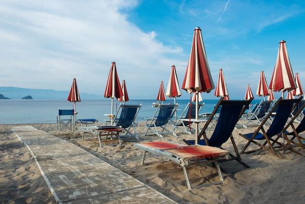 Зонт в морском курорте