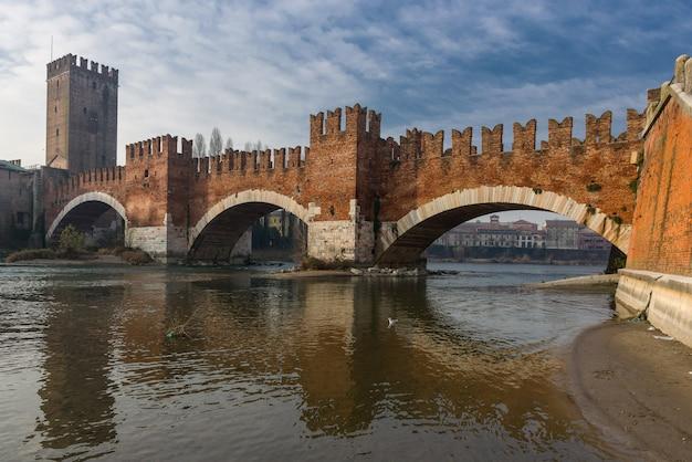 Кастельвеккио и его мост в вероне