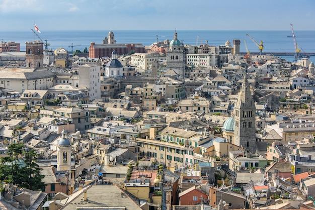 Городской пейзаж генуи от спианата кастеллетто