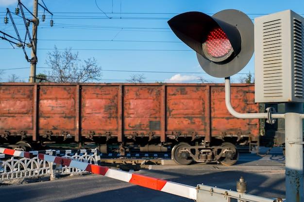 Семафор на железнодорожном переезде