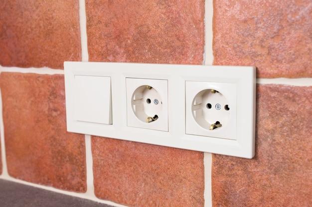 壁にスイッチのあるコンセント