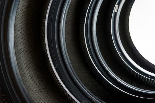 Зимняя шина направленного резинового протектора, диски для легковых автомобилей