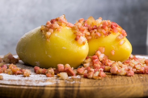 Национальное блюдо в литовских дирижаблях с мясом