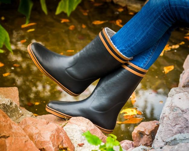 ゴム長靴の足水たまり市
