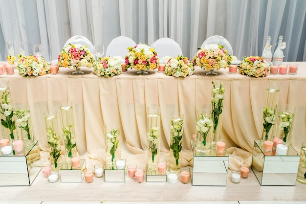 Украшение ресторана на свадебном банкете
