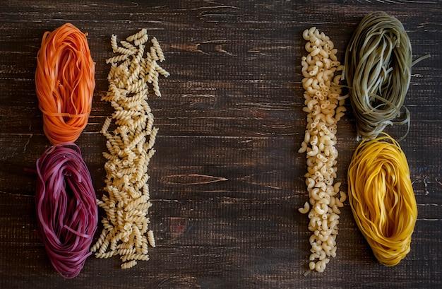 乾燥マカロニの種類と形態の多様性。