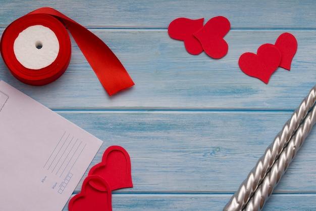 バレンタインデーの背景。赤いハート