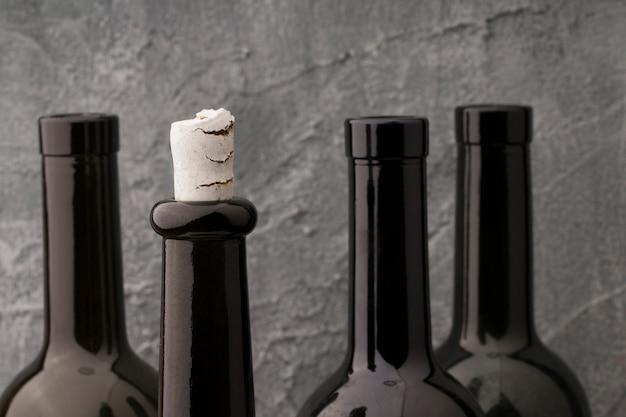 さまざまなワインのボトルネック