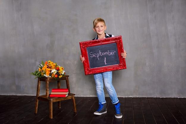 Школьник с доски. концепция школы