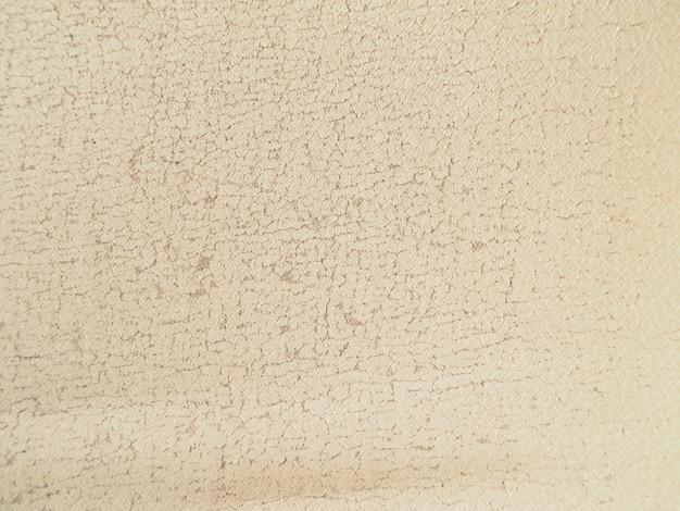 Текстура бежевой старой потрескавшейся кожи.